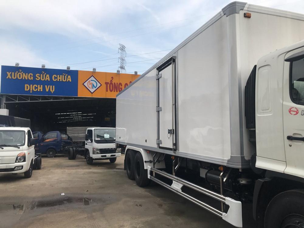 Giá xe tải Hino 16 tấn thùng đông lạnh(4)