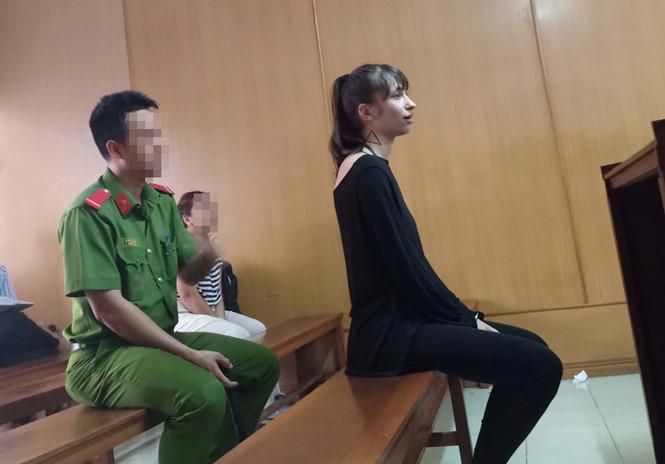 Bài học về niềm tin: Cô gái Nga xinh đẹp lãnh 18 năm tù
