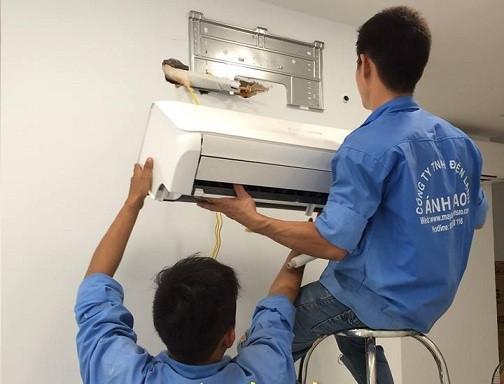 Máy lạnh treo tường Daikin nào mới giá rẻ, nhưng chất lượng sử dụng tốt, hoạt động tiết kiệm điện, thẩm mỹ cao và an toàn cho sức khỏe người tiêu dùng? Trên thị trường Việt Nam các dòng sản phẩm từ Daikin luôn nhận được sự ủng hộ nhiệt tình từ phía người tiêu dùng. Bộ Máy lạnh treo tường Daikin cũng là một trong những sản phẩm được yêu thích hiện nay - là sự lựa chọn tối ưu cho mỗi gia đình(1)
