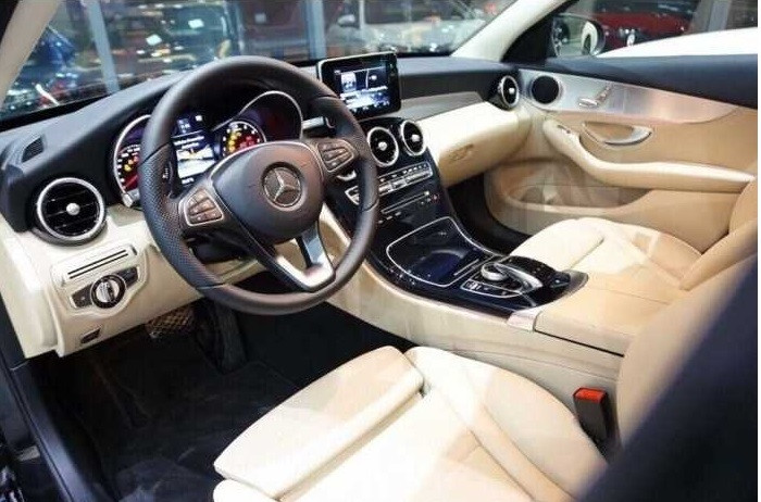 so sánh Mercedes C200 và C250 về giá bán, nội thất, ngoại thất, khả năng vận hành(3)