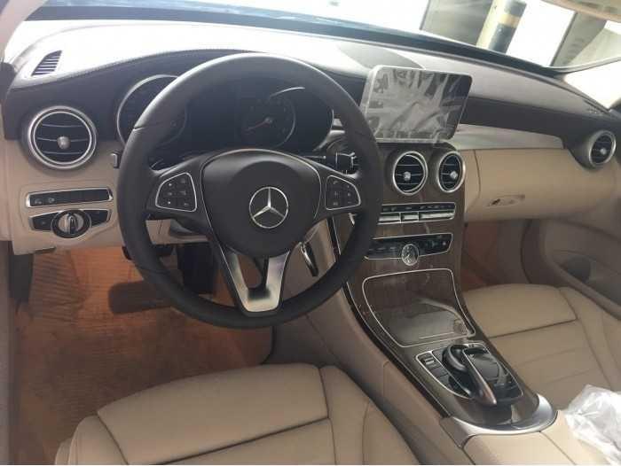 so sánh Mercedes C200 và C250 về giá bán, nội thất, ngoại thất, khả năng vận hành(4)
