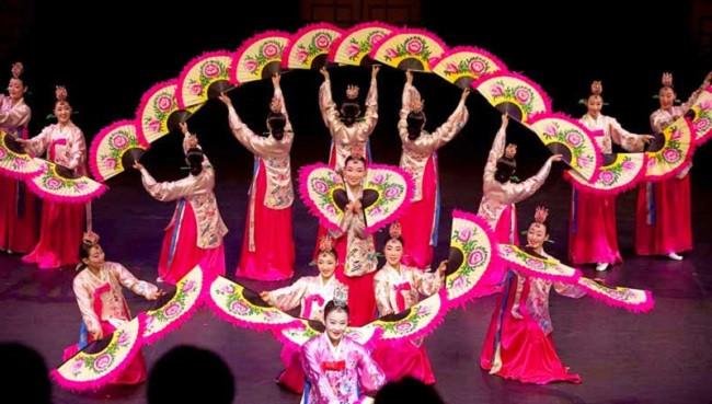 Địa điểm thuê trang phục truyền thống, biễu diễn, trang phục múa giá rẻ ở đâu TPHCM?