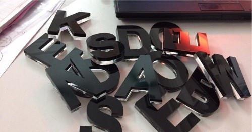 Nhận cắt chữ Mica giá rẻ theo yêu cầu