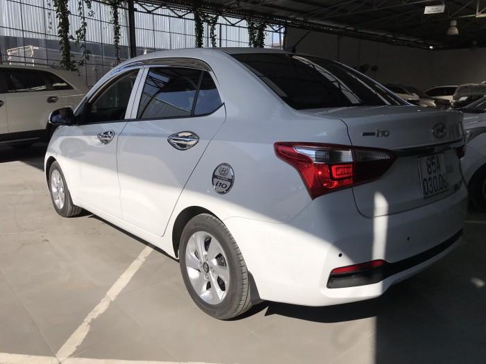 Hyundai Grand i10 sedan 1.2AT màu trắng số tự động sản xuất 2018 bản gia đình lăn bánh