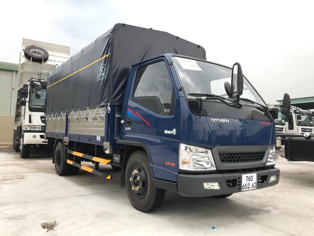 Giá xe tải 2.5 tấn Hyundai IZ49 thùng mui bạt