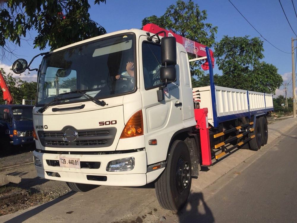 Trang bị ngoại thất xe tải Hino FL gắn cẩu UNIC 5 tấn URV554