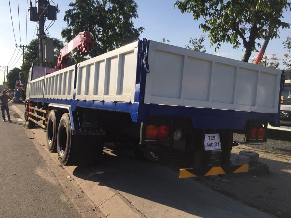 Động cơ của xe tải gắn cẩu Hino FL8JTSA, cẩu Unic 5 tấn URV553
