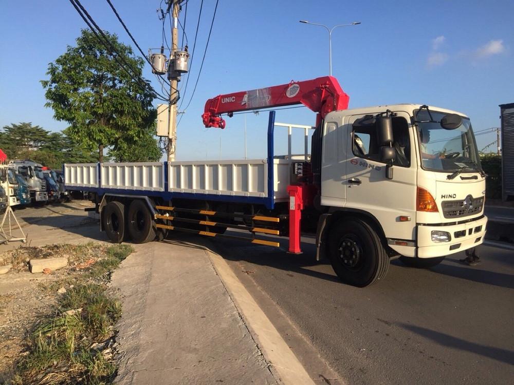 Cẩu UNIC 5 tấn URV554 và những ưu điểm nổi bật được gắn trên xe tải Hino FL