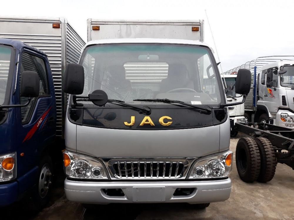 Khám phá chi tiết những trang bị trên xe tải Jac 2.4 tấn thùng kín