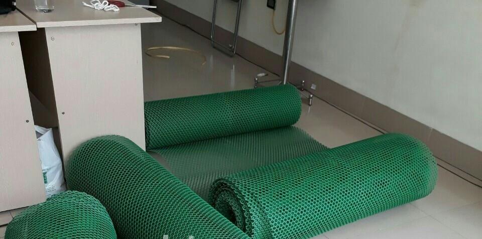 Tại sao nên sử dụng lưới nhựa sử dụng lót sàn cho vật nuôi?