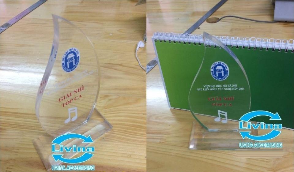 Công ty quảng cáo Livina nhận thi công các loại quà tặng mica đẹp, chất lượng tốt