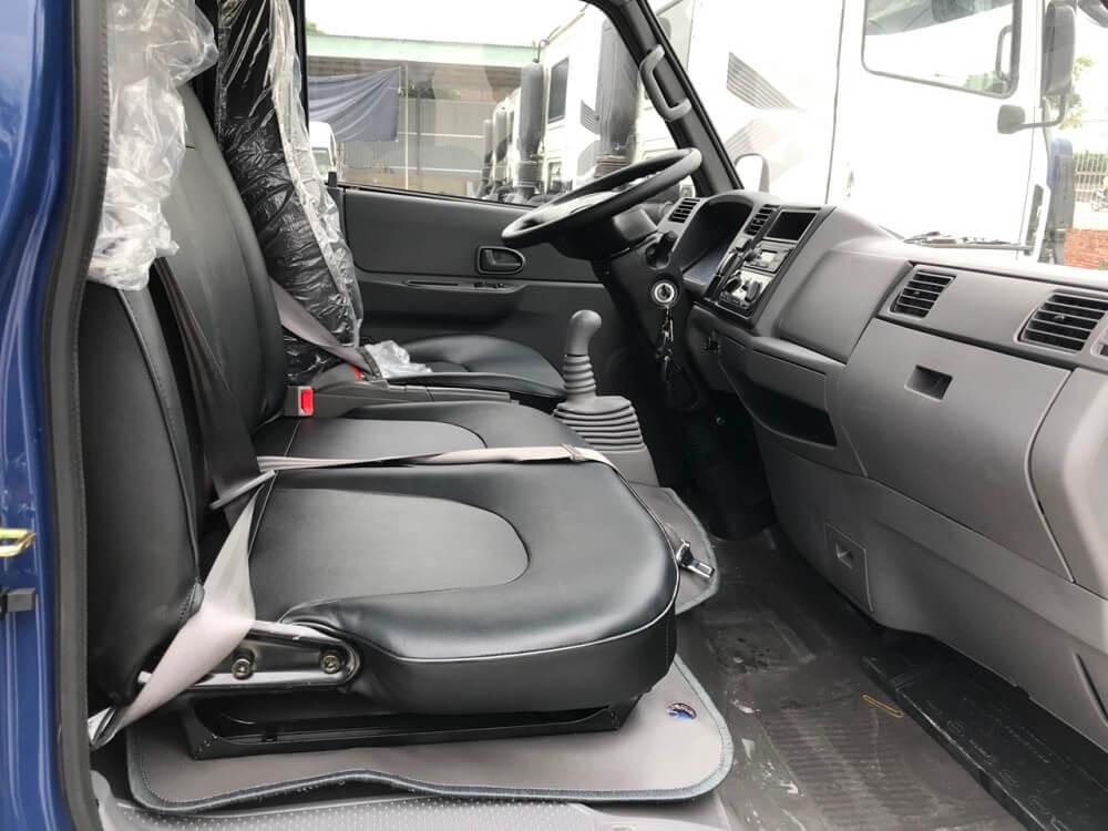nội thất xe tải IZ49 thùng bạt