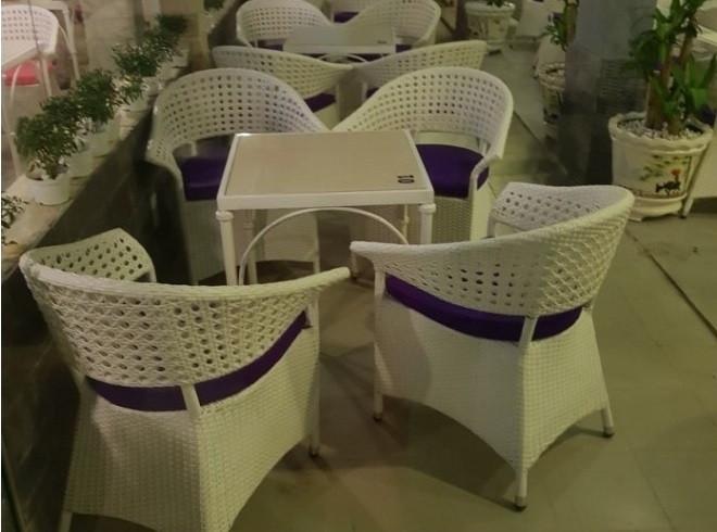 Chủ quán kinh doanh cần phải biết 4 nguyên tắc chọn mua bàn ghế cafe tốt nhất(1)