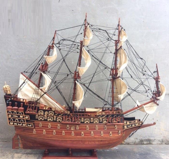 Thuyền cổ đại gỗ hương được làm tỉ mỉ đẹp mắt