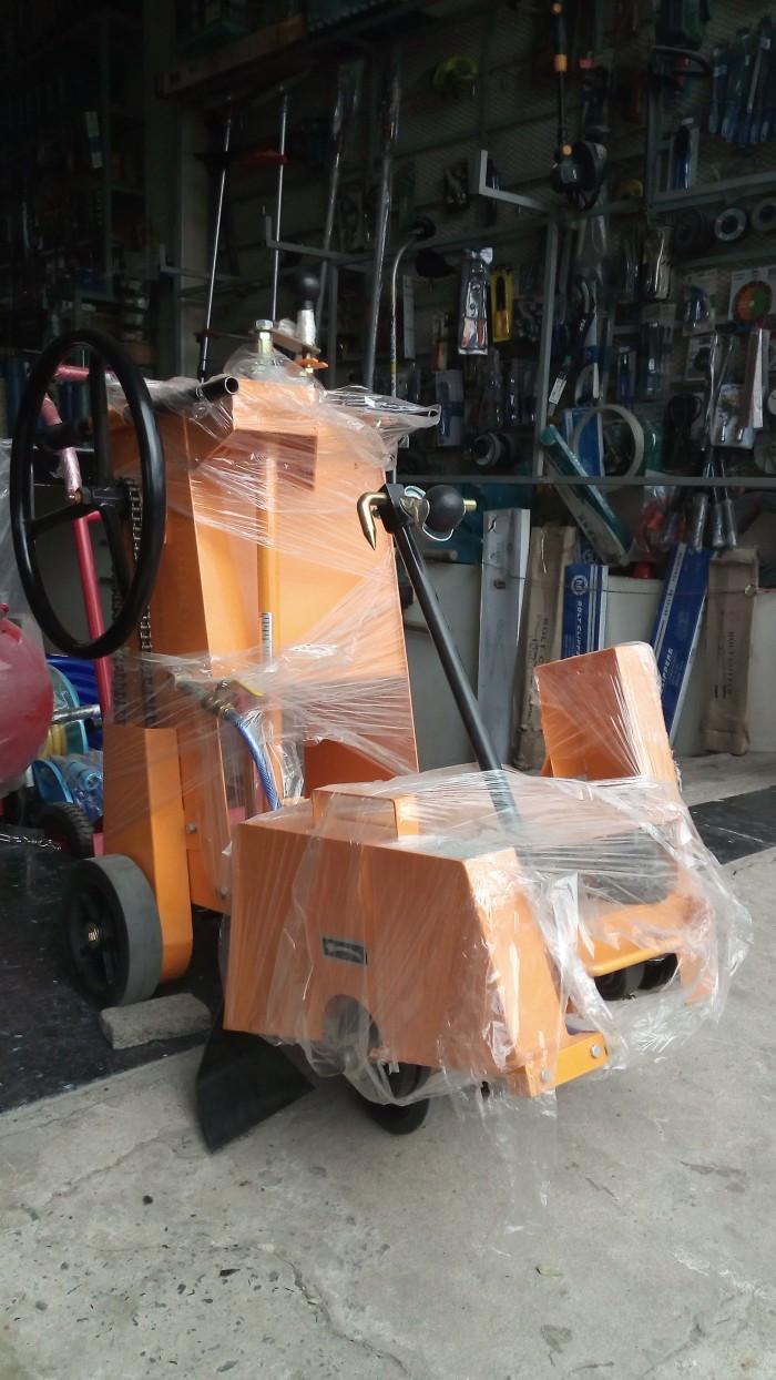 Máy cắt đường nhựa bê tông