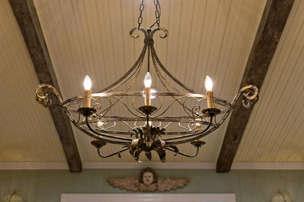 Tại sao đèn chùm phong cách Châu Âu đang là lựa chọn số một trang trí không gian nội thất hiện nay?