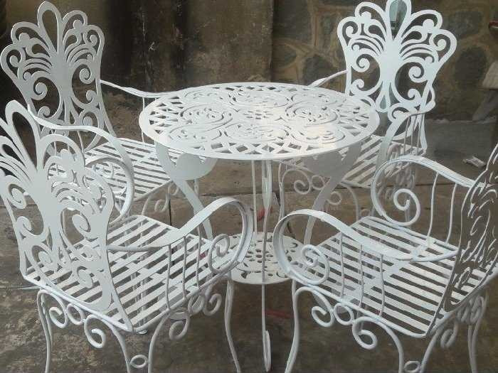 3 cách lựa chọn bàn ghế cho quán café theo từng không gian