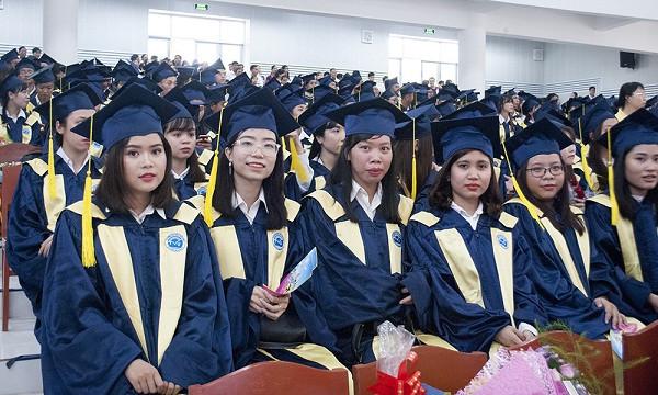 May và cho thuê lễ phục tốt nghiệp đại học số lượng lớn