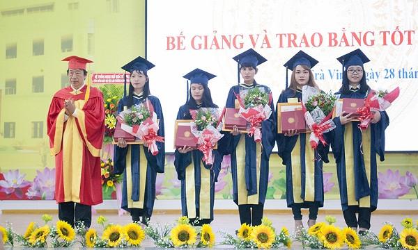 Lễ phục tốt nghiệp tiến sĩ