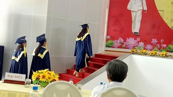 May và cho thuê lễ phục tốt nghiệp đại học số lượng lớn(1)