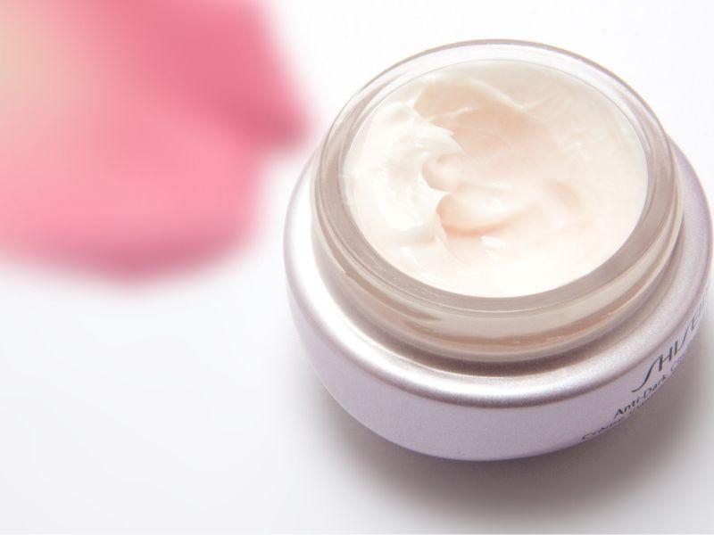 Tác hại của việc không dùng kem dưỡng da bạn cần biết?
