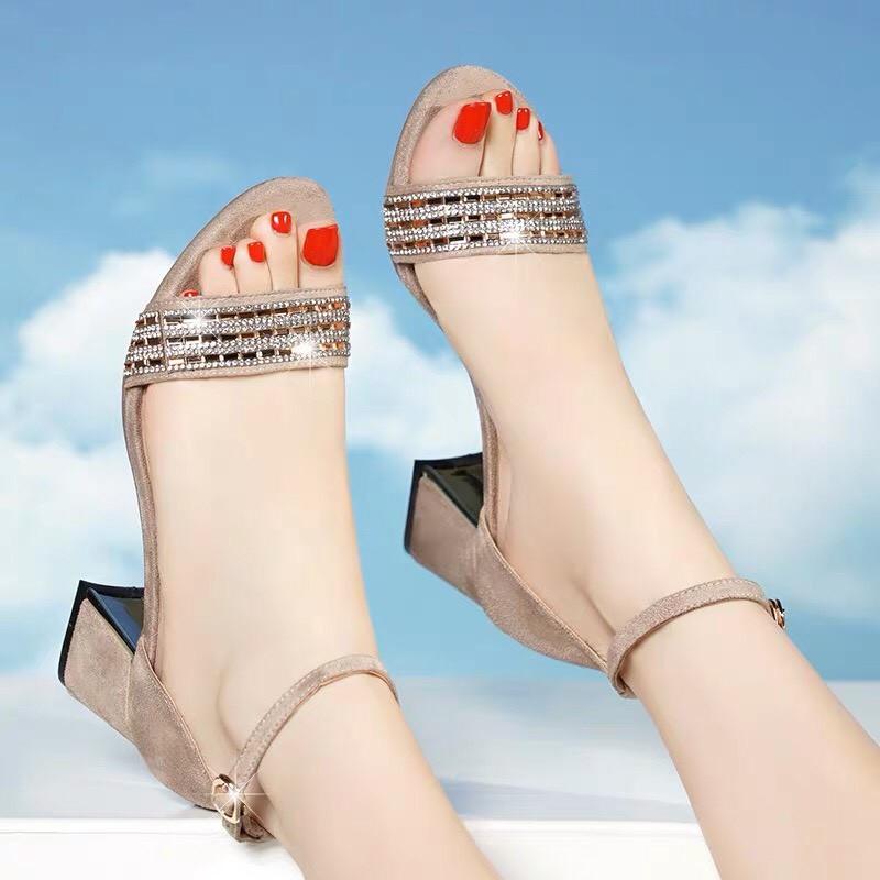 Nơi bán phụ kiện trang trí giày dép ở các chợ(1)