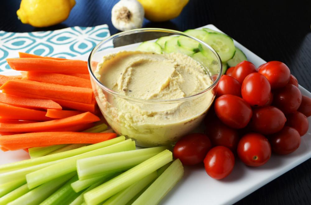 Hummus và rau sống