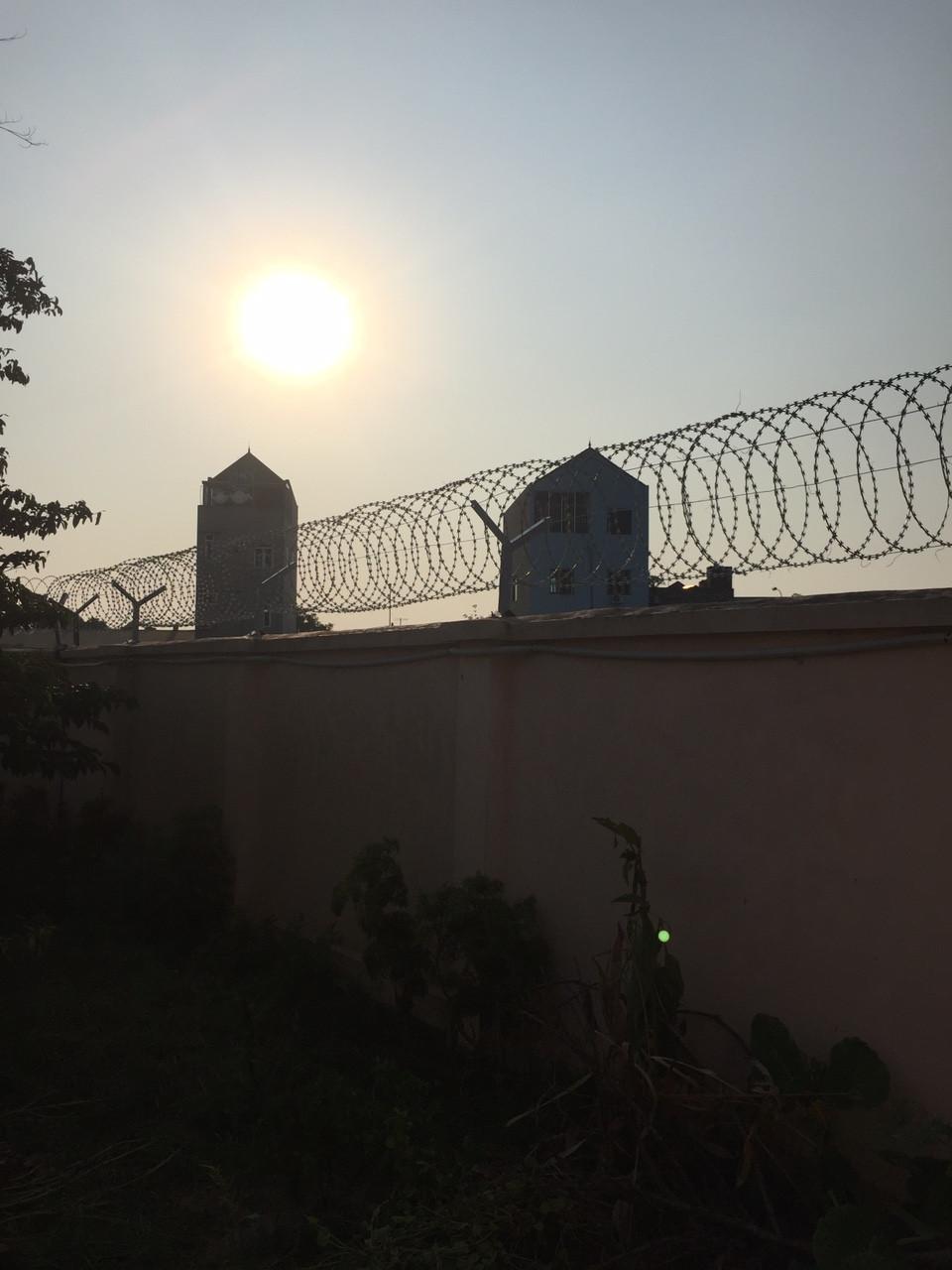 Thi công hàng rào Dây thép gai hình dao(1)