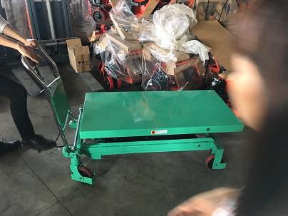 xe nâng mặt bàn 500kg