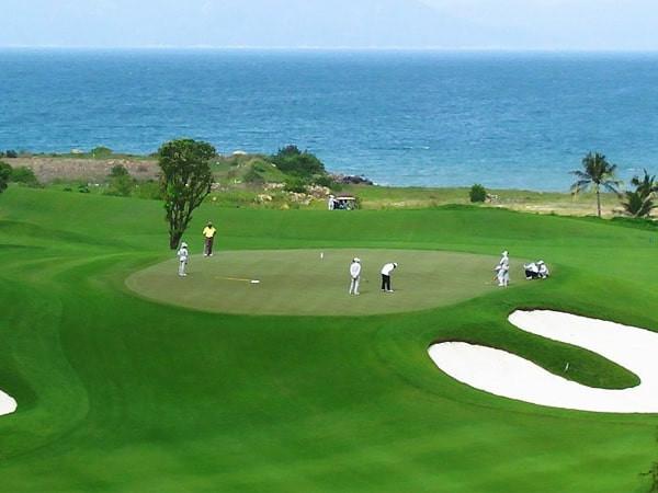 Vì đâu lại có luật golf trên green? Luật golf trên green bao gồm các điều luật gì?