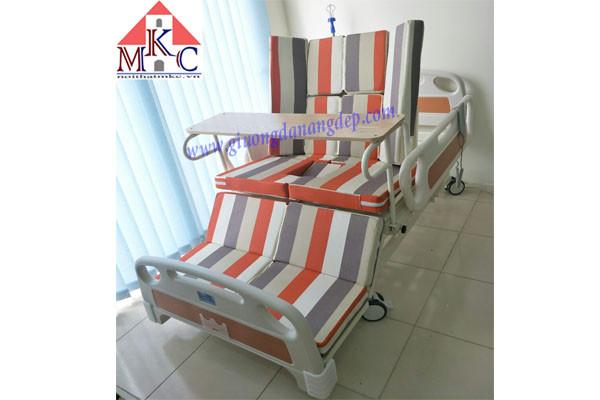 Giường bệnh đa năng MKC-Medical điều khiển bằng điện và tay quay