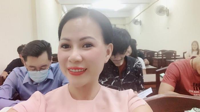 Kham-pha-1-ngay-lam-viec-cua-hoa-hau-ao-dai-doanh-nhan-Thu-Suong-giua-mua-dich-Covid-19