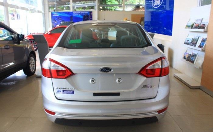 đuôi xe Ford Fiesta