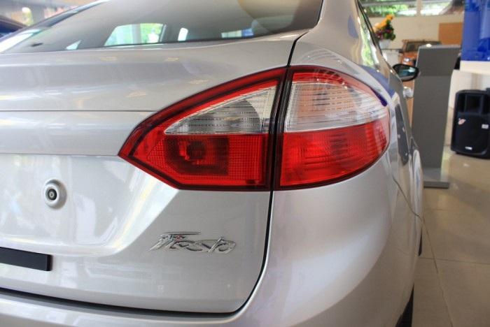 đèn xe Ford Fiesta