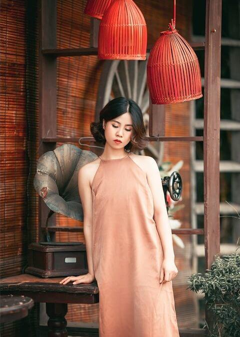 Đầm cổ yếm dáng dài