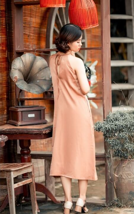 Đầm cổ yếm dài