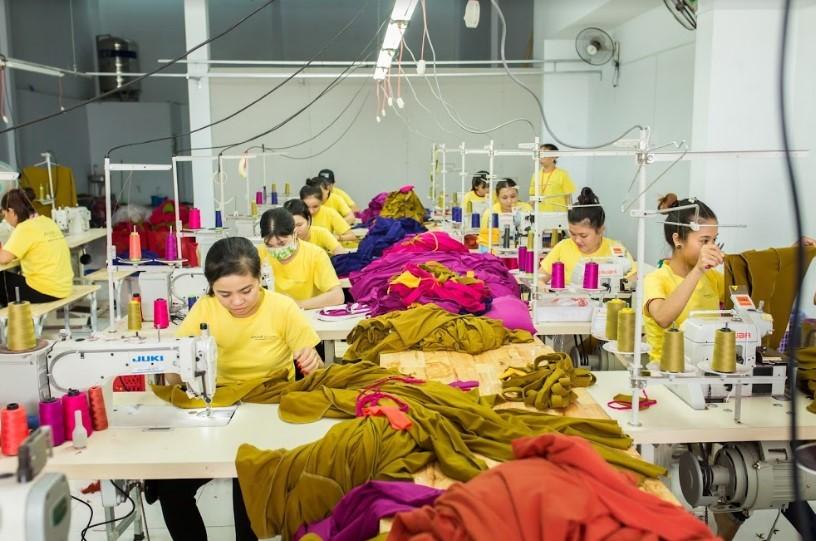 Chọn xưởng may gia công tốt, quyết định chất lượng áo đồng phục lớp.