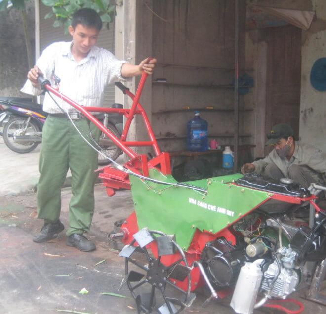 Chàng trai sáng tạo máy đa năng giúp nông dân bớt vất vả