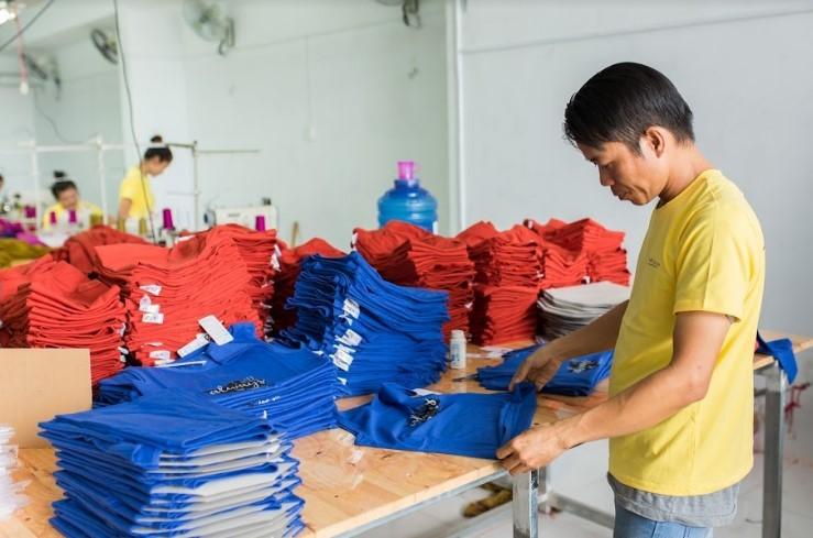 Chất lượng vải là yếu tố cần chú ý khi đặt may áo đồng phục lớp.
