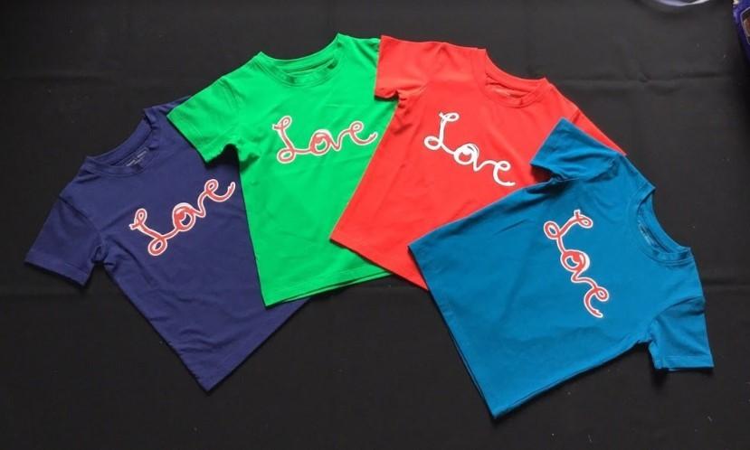 Màu sắc khi đặt may áo đồng phục lớp nên chọn theo ý kiến tập thể.