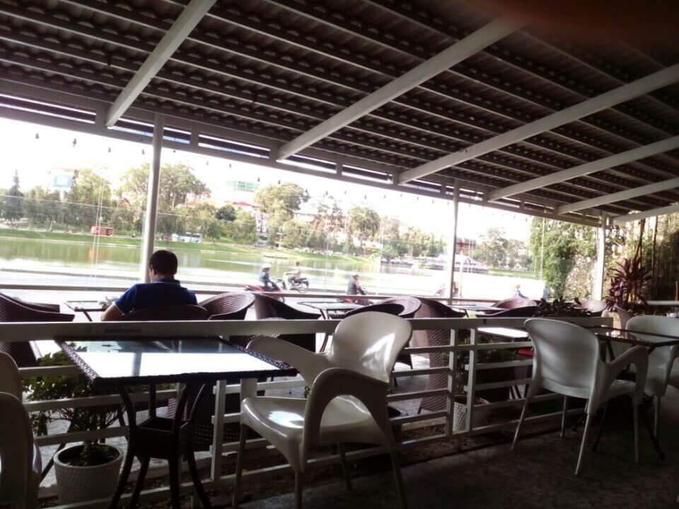 Thiếu kinh nghiệm khi mở quán cà phê, việc thiết kế không gian nên tự làm hay đi thuê ngoài sẽ tốt hơn ?