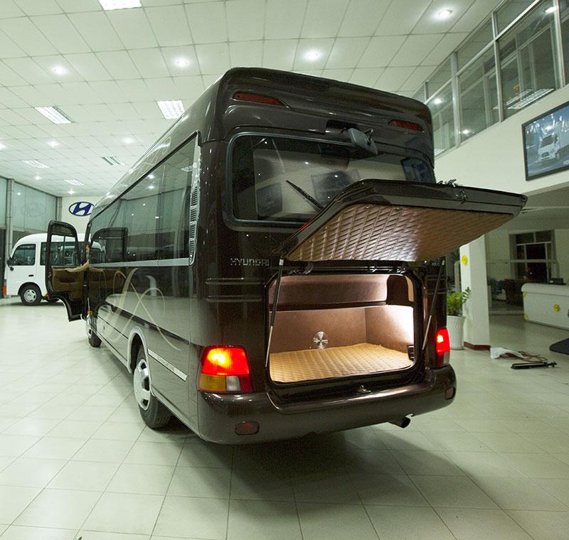 Ngoại thất Hyundai County Limousine(2)