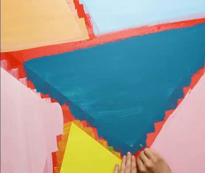 Bức tường với những hình tam giác sắc màu(3)