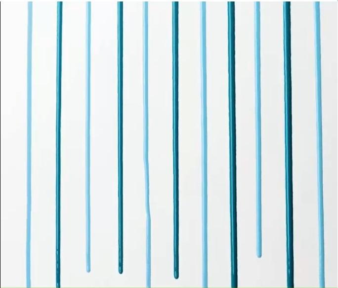 Bức tường với những đường kẻ dọc với 2 màu xanh(3)
