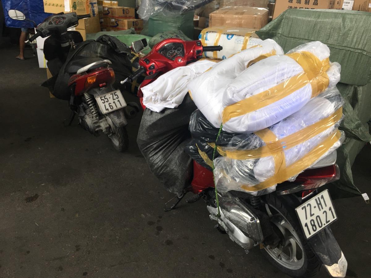 Thiên Ân đóng gói hàng hóa giao cho khách Nhật Tân Hotel Đà Lạt