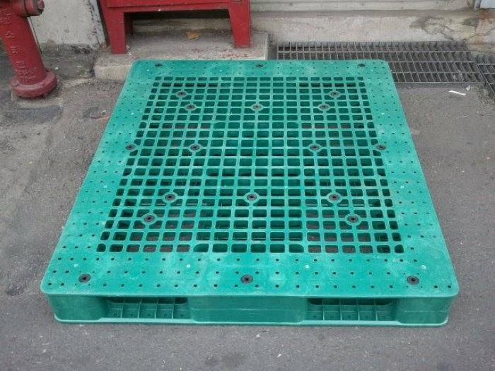 Pallet nhựa cũ giá rẻ siêu nặng 1300x1100x150mm màu xanh lá cây