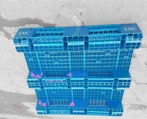 Pallet nhựa cũ giá rẻ 1300x1100x130mm màu xanh